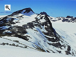 The summit of Langeskavlstind as seen from Langeskavlen some 3 km to the south